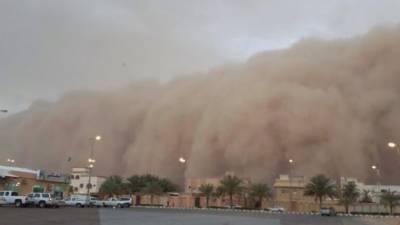 سعودی عرب میں تباہی مچانے کے بعد ریت اور ہواؤں کا طوفان متحدہ امارت پہنچ گیا