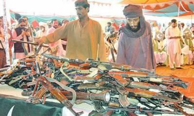 فراری بلوچ کمانڈرنے 20 ساتھیوں کے ہمراہ ہتھیار ڈال دیے،آئی ایس پی آر