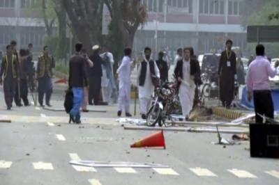 لاہور: پنجاب یونیورسٹی میں 2 طلبا گروپوں میں تصادم،5 افراد زخمی