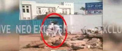 کراچی: ٹریفک اہلکاروں کی پولیس گردی، رکشہ ڈرائیور کی دھلائی کر دی