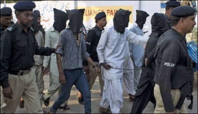 پشاور: سرچ آپریشن کرتے ہوئے 62مشتبہ افراد گرفتار