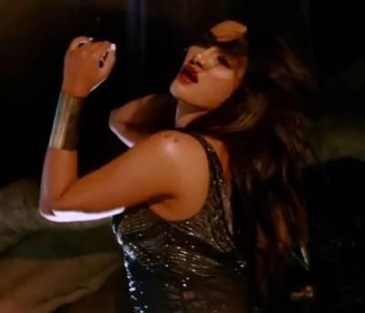 """متیراکی فلم """" تم ہی ہو """" کا فحش ترین گانا ریلیز ،سوشل میڈیا صارفین غصے سے آگ بگولا ہوگئے"""