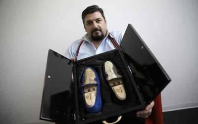 اٹلی: شو ڈایزئنر نے خالص سونے سے مزین دنیا کا پہلا جوتا بنا ڈالا