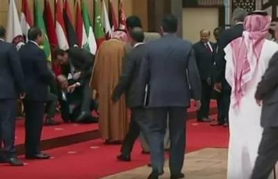 عرب لیگ اجلاس میں لبنانی صدر منہ کے بل گر گئے