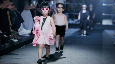 ویتنام میں بچوں کی 'کیٹ واک' نے لوگوں کے دل جیت لیے