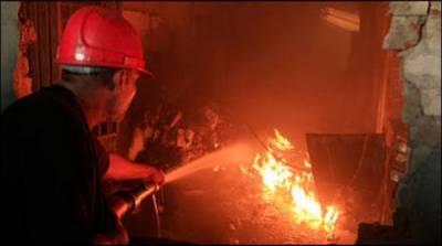 کراچی لانڈھی انڈسٹریل زون میں فیکٹری میں آگ بھڑک اٹھی،شہربھرکی فائر بریگیڈز طلب