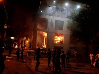 پیراگوئے میں مظاہرین نے پارلیمنٹ میں آگ لگا دی