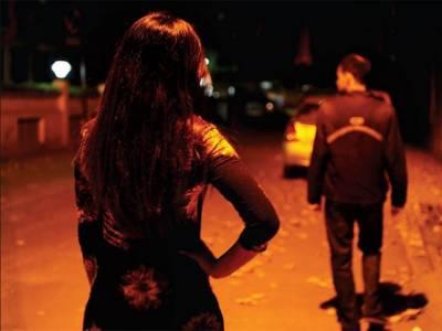 بھارت میں خواتین نے کار سوار شہری کو لوٹ لیا