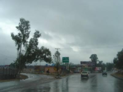 کالی گھٹائیں تیز ہوائیں اور بارش, گرمی میں بدلتی رتوں نے موسم خوشگوار بنا دیا