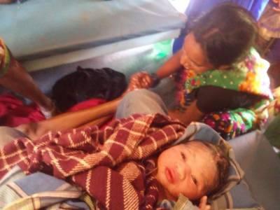 ایم بی بی ایس طالب علم نے چلتی ٹرین میں حاملہ خاتون کی ڈیلیوری میں مدد دے کر اعلی ٰ مثال قائم کر دی