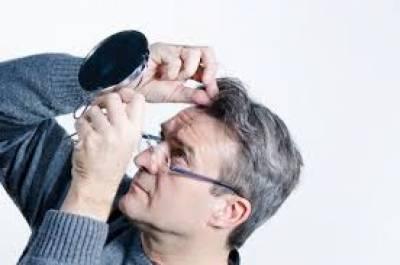 تیزی سے سفید ہوتے بال کن خطرناک بیماریوں کاسبب بنتے ہیں؟