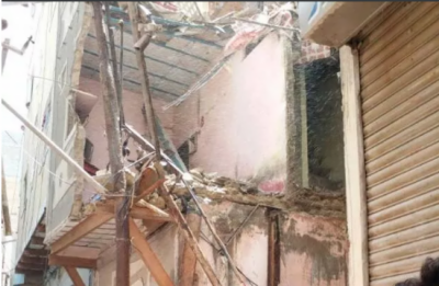 کراچی میں رہائشی عمارت گرنے سے ہلاکتوں کا خدشہ