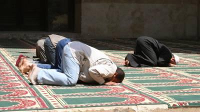 فلسطین میں نماز اور دعا لمبی کرنے پر امام مسجد کو زندہ جلانے کی کوشش