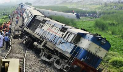 بھارت میں مسافر بردار ٹرین پٹری سے اتر گئی، 20 افراد زخمی