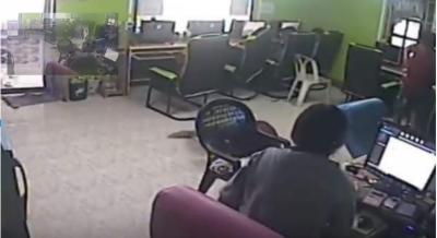 تھائی لینڈ میں گاہک کو اُڑنے والے سانپ نے کاٹ لیا