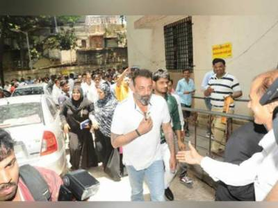 سنجے دت کے عدالت میں پیش ہونے پر ان کے ناقابل ضمانت وارنٹ گرفتاری منسوخ کردیئے
