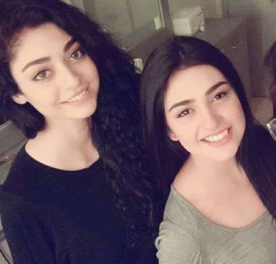 اداکارہ سائرہ خان اور نور خان کی بچپن کی تصویر نے سوشل میڈیا پر دھوم مچا دی