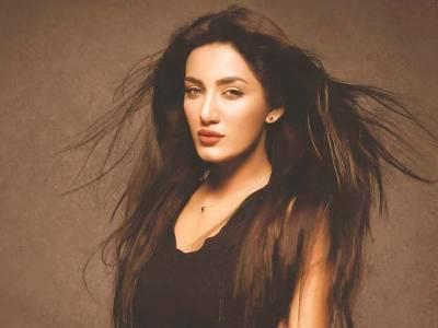 اداکارہ متھیرا فحش ترین اشتہار میں بھی جلوہ گر ہو گئیں, سوشل میڈیا پر شدید تنقید کا نشانہ بن گئیں