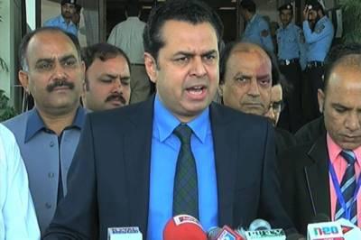 عمران خان پاناما کا صدمہ برداشت کرنے کیلئے ورزش کر رہے ہیں، طلال چودھری