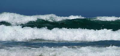 متحدہ عرب امارات میں تیز ہواؤں کے ساتھ 10 فٹ اونچی لہریں اٹھنے کا امکان