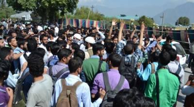 کشمیری طلبہ نے مسلسل چھٹے دن بھی بھارتی مظالم کے خلاف احتجاجی مظاہرے جاری رکھے