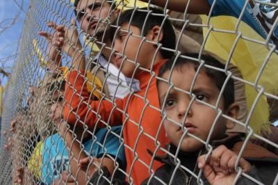 فلسطینی بچوں نے بنائی انسانی زنجیر