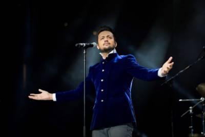 معروف گلوکار عاطف اسلم کا کانسرٹ بدمزدگی کا شکار ہوگیا