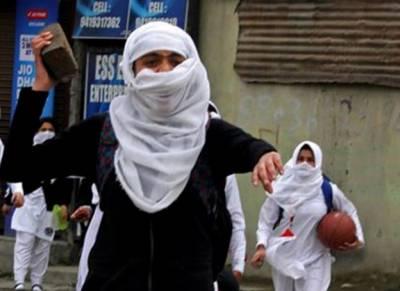 کشمیری لڑکیوں کی بھارتی مظالم کے خلاف تصاویر سوشل میڈیا پر وائرل