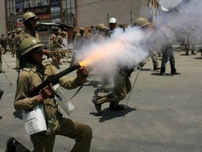 سرینگر :بھارتی دہشتگردی کیخلاف کشمیری سراپا احتجاج، مظاہرین پر تشدد، متعدد زخمی