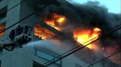 آئی آئی چند ریگر روڈ پر عمارت میں آتشزدگی