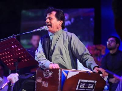 گلوکار عطااللہ خان عیسٰی خیلوی نے کہا ہے کہ موسیقی کے جنون کی وجہ سے انھیں زندگی میں بہت کچھ چھوڑنا پڑا