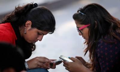 بھارت میں گاؤں میں خواتین کے موبائل استعمال کرنے پر پابندی ، بھاری جرمانہ بھی ادا کرنا ہو گا