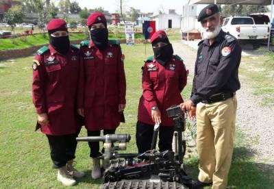 تین بہنیں پاکستانی کی پہلی خواتین کمانڈوز بن گئیں