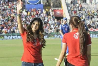 بھارتی اداکارہ سنی لیون نے کمنڑی شروع کردی