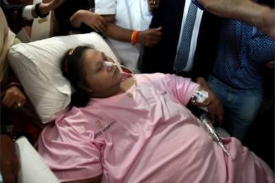 دنیا کی وزنی ترین مصری خاتون بھارتی ہسپتال چھوڑ کر متحدہ عرب امارات منتقل ہو گئیں