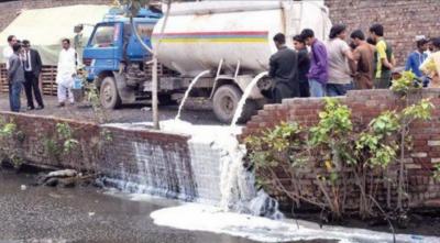 پنجاب فوڈ اتھارٹی نے 4000لٹر سے زائد ناقص دودھ تلف کردیا