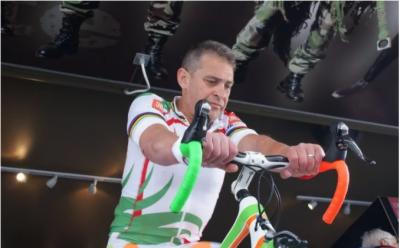 سائیکلسٹ نے ایک انچ حرکت کیئے بغیر پیرس سے ماسکوتک کا سفر کرکے ورلڈ ریکارڈ قائم کر دیا