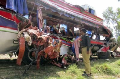 صادق آباد : زائرین کی بس الٹنے سے 30مسافر زخمی