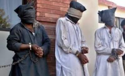 مظفر گڑھ کی عدالت کا انوکھا فیصلہ، منشیات فروشوں کو گلیاں اور نالیاں صاف کرنے کی سزا سنادی