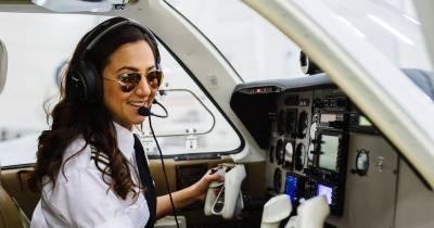 افغانستان کی خاتون پائلٹ نے دنیا بھر کے 18 ممالک میں سفر کا آغاز کر دیا