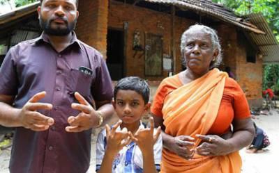 ہماری ہاتھوں کی جڑی ہوئی انگلیاں خدا کی جانب سے سزا ہے: بھارتی خاندان