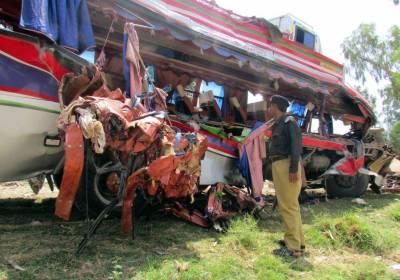 ڈیرہ غازی خان میں بس اور ٹریلر تصادم میں 1 شخص جاں بحق، متعدد افراد زخمی