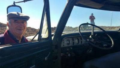 یورا گوئے: کسان نے ٹرک کو 48 سال استعمال کرنے کے بعد دفنا دیا