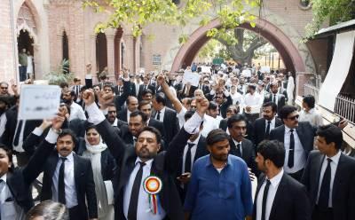 وکلاء نے وزیراعظم کے استعفے کیلئے 27 مئی کی ڈیڈ لائن دیدی