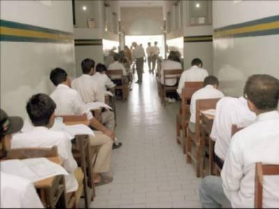 کراچی: نقل کرانے کے الزام پر کالج اساتذہ نے امتحانات کا بائیکاٹ کر دیا