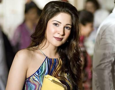 آئے دن خبروں کی زینت بننے والی عائشہ عمر نے اب ایسا کیا کر دیا کہ سوشل میڈیا پر طوفان برپا ہو گیا