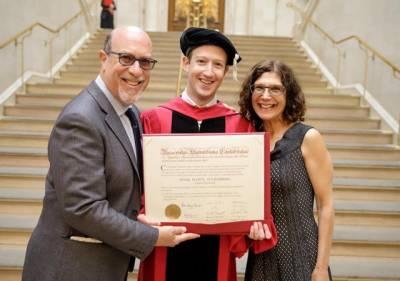 مارک زکر برگ کا 12 سال بعد گریجویشن مکمل