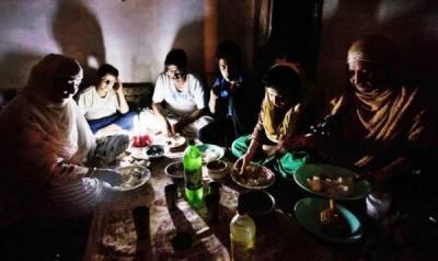 کراچی میں پہلی سحری کے دوران آدھے سے زیادہ شہر کی بجلی معطل