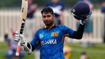 سری لنکا کے اسٹائلش بیٹسمین کمارا سنگاکارا نے مسلسل 5 سنچریاں بناکر ریکارڈ بنا دیا