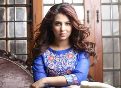 اداکارہ اُشنا شاہ نے رمضان المبارک مہینے کو اپنی ٹرانسمیشنز کے ذریعے کمائی کا ذریعہ بنانے پر اداکاروں کو کھری کھری سناڈالیں
